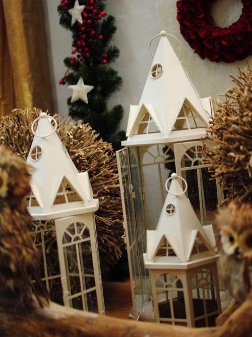 Addobbi floreali natalizi - Abbellito con decorazioni ...